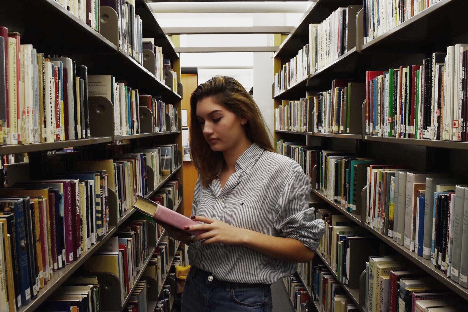 похожа видео девушек в библиотеке всегда мечтала потрахаться